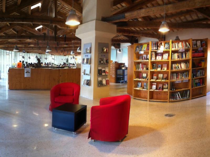 L'interno della Biblioteca comunale Antonelliana di Senigallia