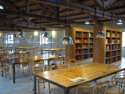 La sala lettura della biblioteca comunale Antonelliana